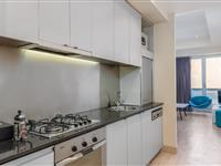1 or 2 Bedroom Superior Apartment - BreakFree on Collins